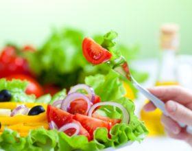 Descubre alimentos que adelgazan para mantenerte en línea